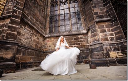 Красивые романтические фотографии с пражской свадьбы - лето центр исторического города Праги